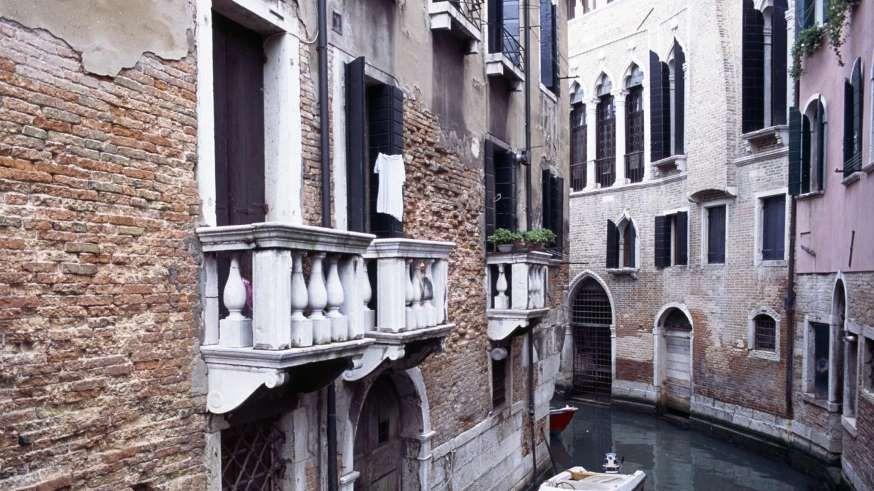 La struttura topografica di Venezia rispecchia tanto l'influenza esercitata…