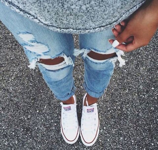 Ripped Jeans. Converse.