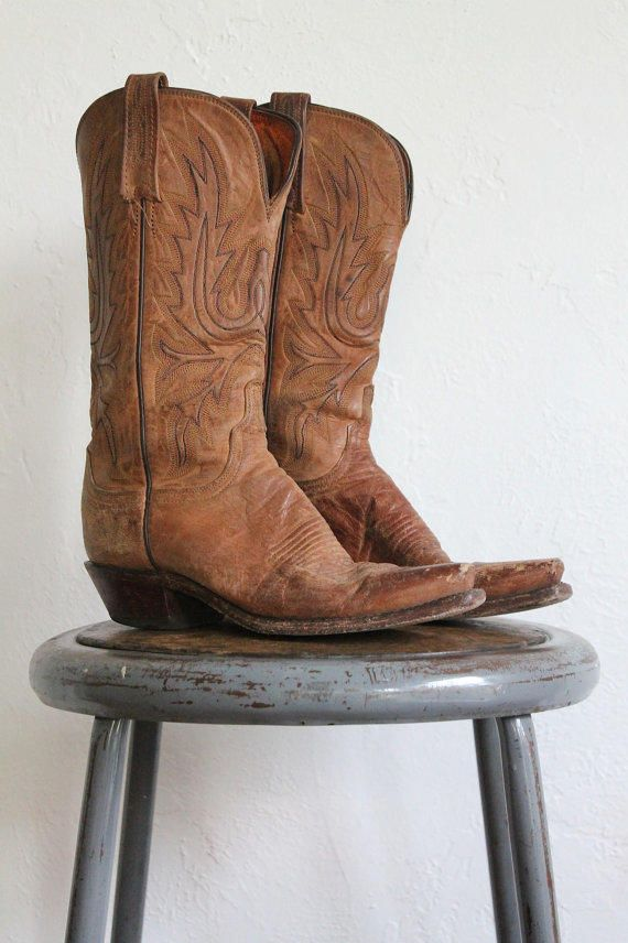 howtocute.com distressed cowgirl boots (37) #cowgirlboots
