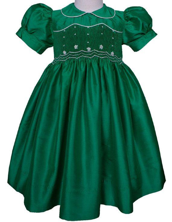04ac68932 Vestido de seda verde esmeralda para niñas bordado a mano, con cuello y  moño en…