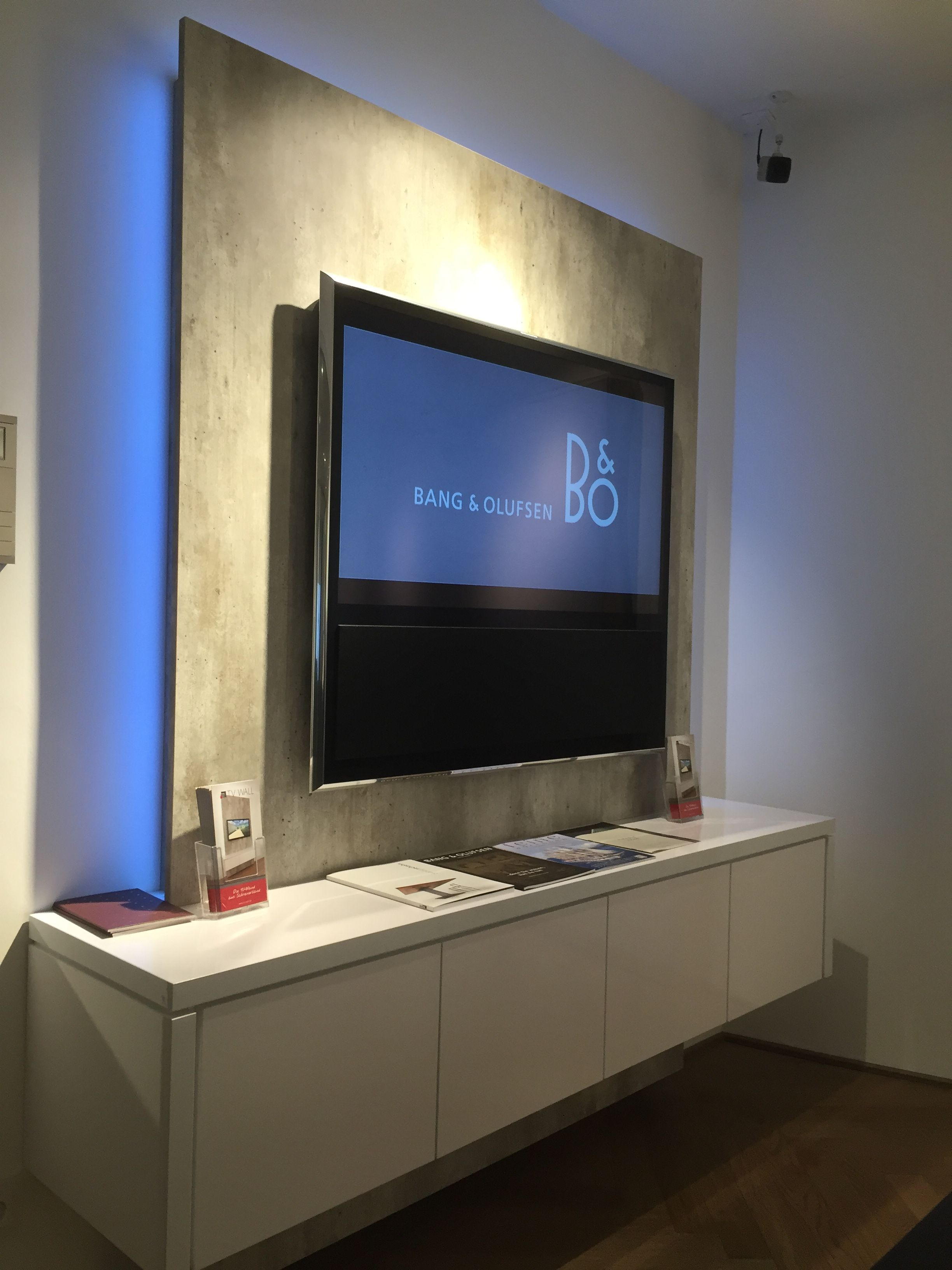 tv wall präsentiert tv-wand im brandneuen bang & olufsen store in