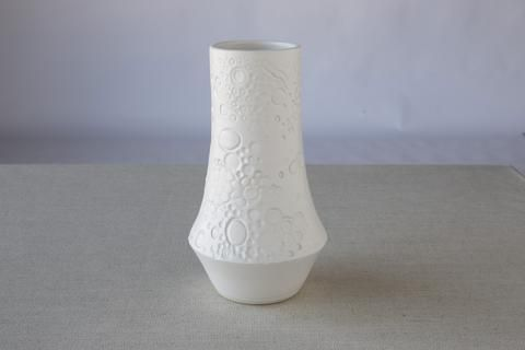 Love the texture & pattern on this ceramic stoneware vase