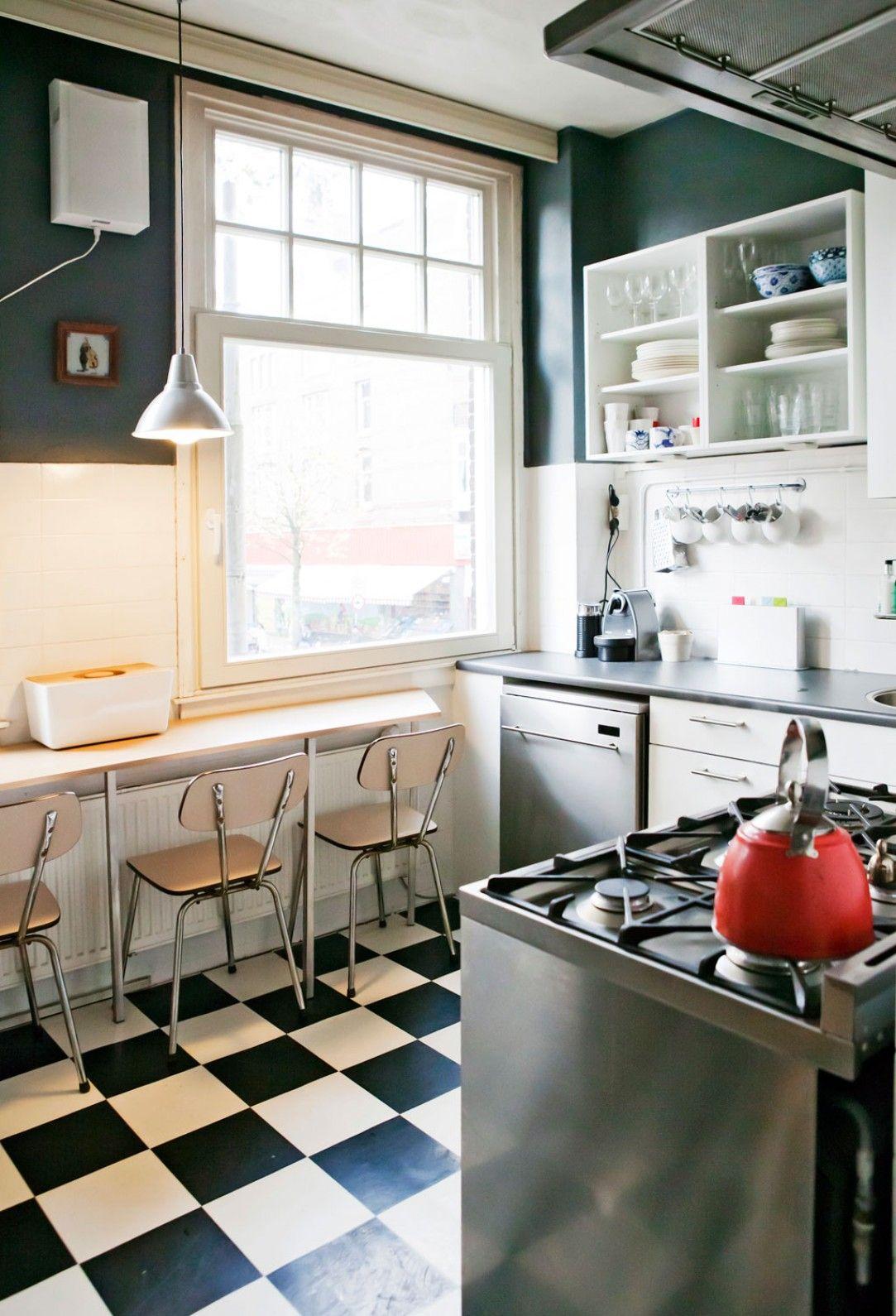 Appartement In Amsterdam Vtwonen Binnenkijker Vtwonen Keuken Zwart Wit Appartement Keuken Zwart