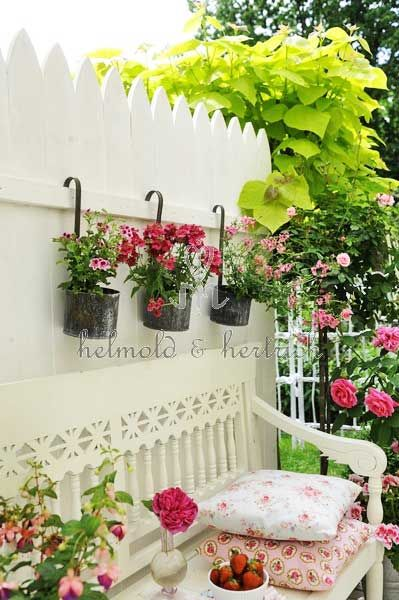 Beautiful garden setting home garden ideas for Idea jardineria terraza balcon