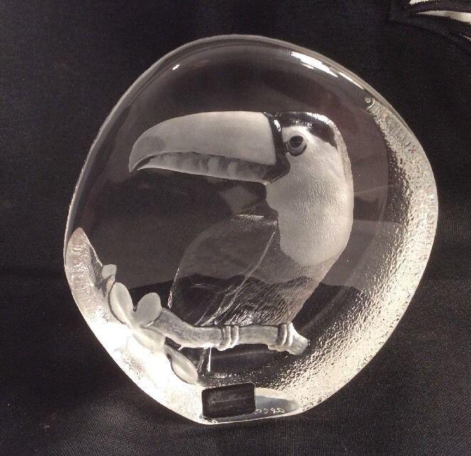 Mats jonasson scandinavian art glass paperweight toucan signed w label vintage