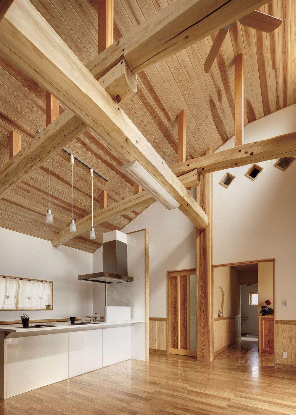杉の源平が美しい天井 現しの梁は松 住宅 ハウス 家