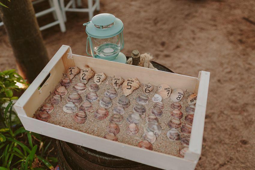 Mesero en la playa.  #mesero #sea #wedding #design #sea #yourday