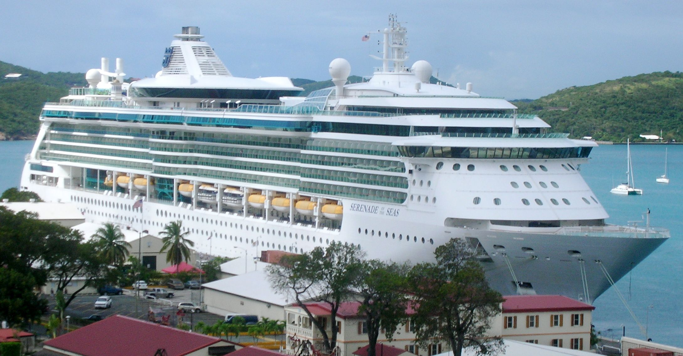 Royal Caribbean Internationalu0027s cruise vessel Serenade of