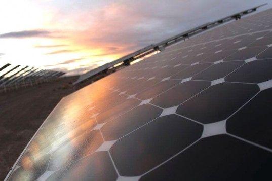 Warren Buffet Buys World S Largest Solar Plant For Just Over 2 Billion Solar Power Panels Solar Power Diy Solar