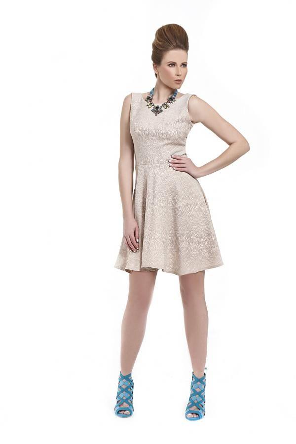 212e6d9ff860 Φόρεμα ανάγλυφο ζακάρ σε κλος γραμμή με V πλάτη και παπιόν