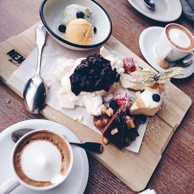 Marvelous Dessert Time Wieso ein St ck Kuchen aussuchen wenn man alles bekommen kann BerlinDessert