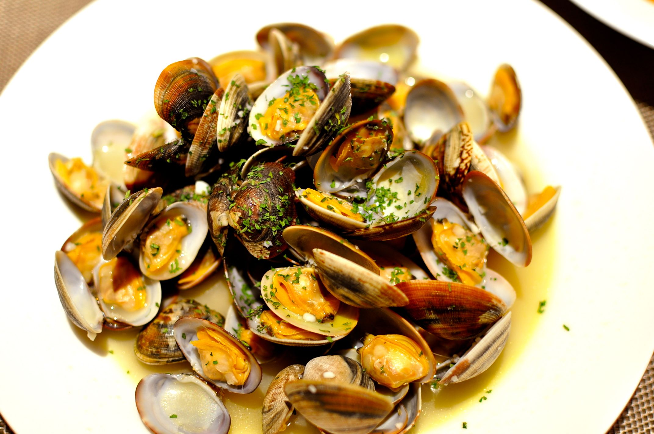 Steamed in White Wine Short-neck Clams