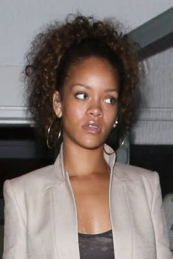 Rihanna can throw down a pretty good side-eye too
