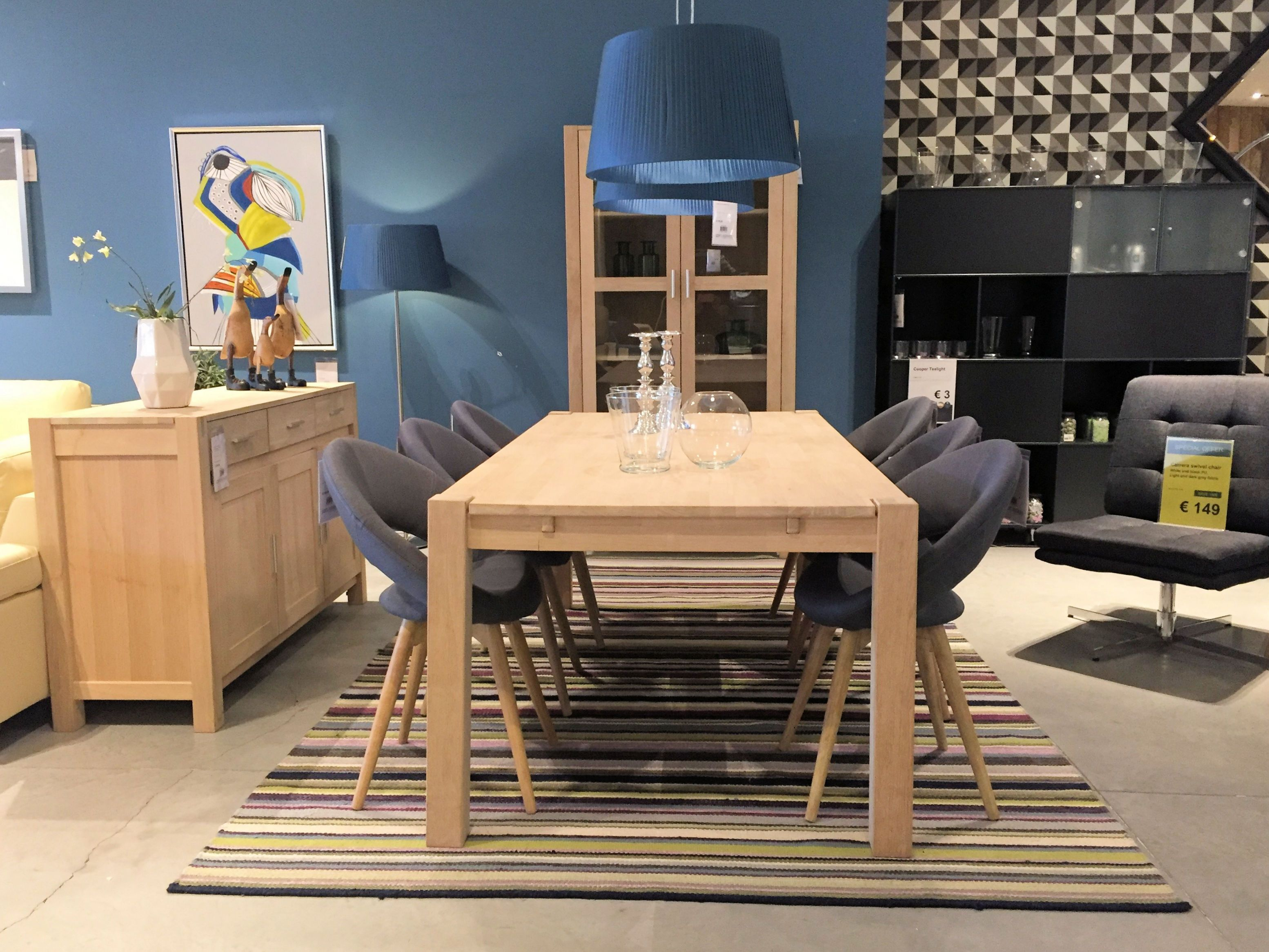 Texas Dining Table And Plump Dining Chairs