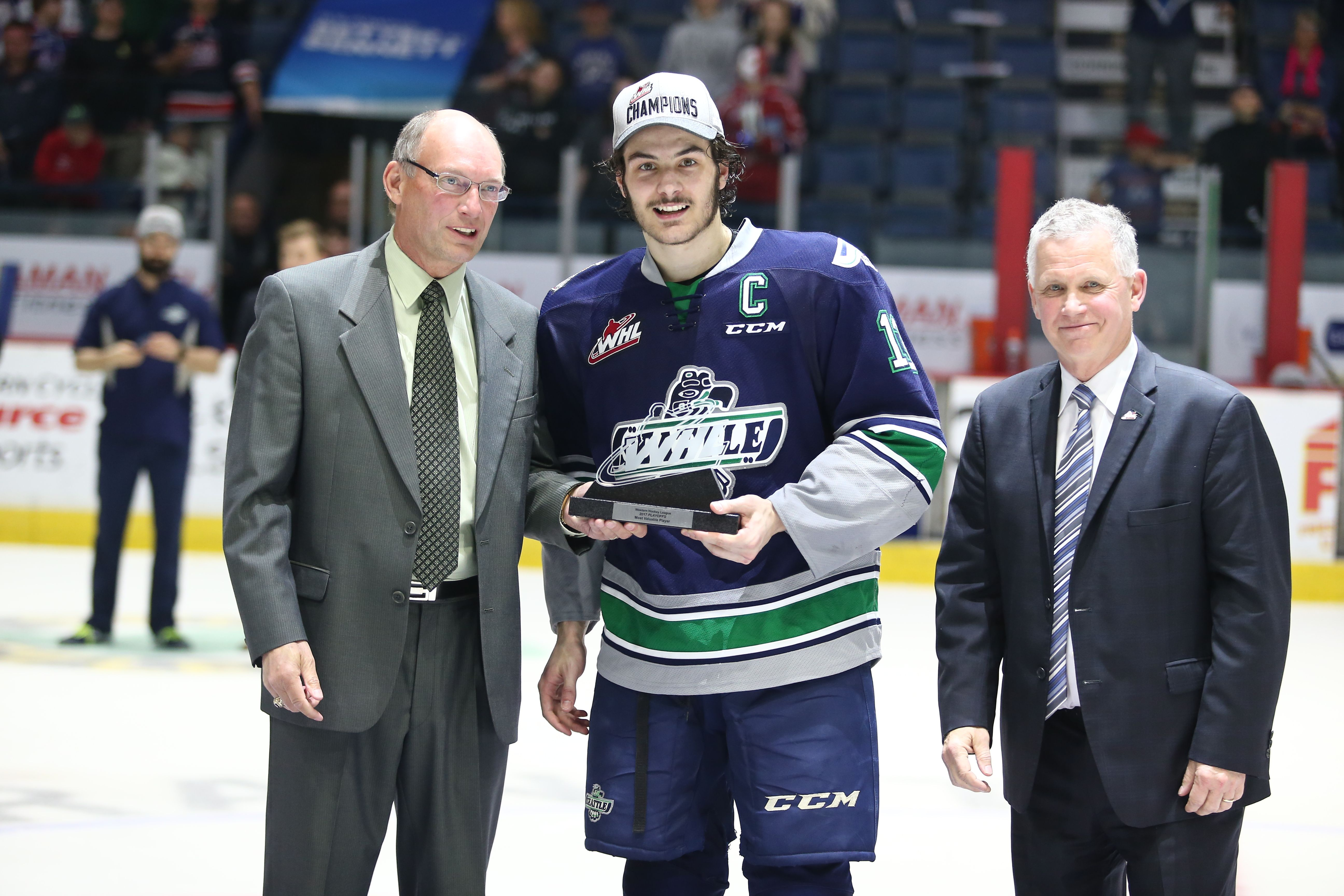 sale retailer 5ca32 d662f Mathew Barzal posing with the 2017 Western Hockey League ...