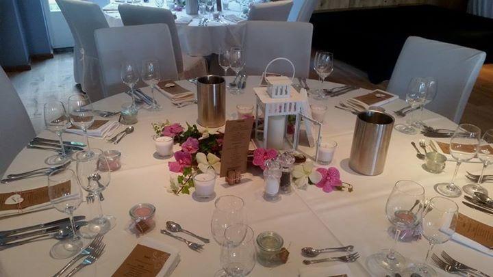 stilvolle Ideen für Tischdeko mit Blumen romantisch, verspielt - farben im interieur stilvolle ambiente