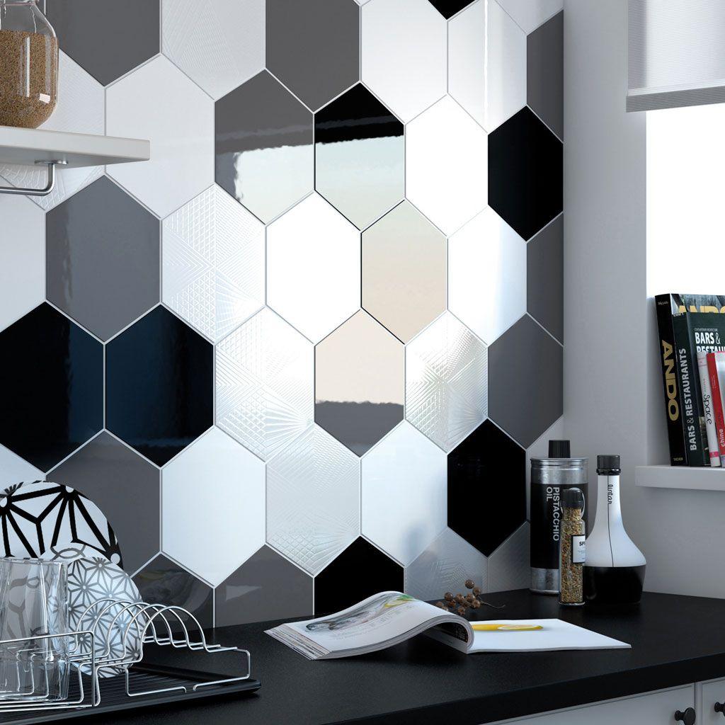 Carrelage Mural A La Hexagonale Avec Un Mix De Couleurs Noir Blanc Et Gris Hexagon Carrelage Mural Cuisine Carrelage Mural Cuisine Gris