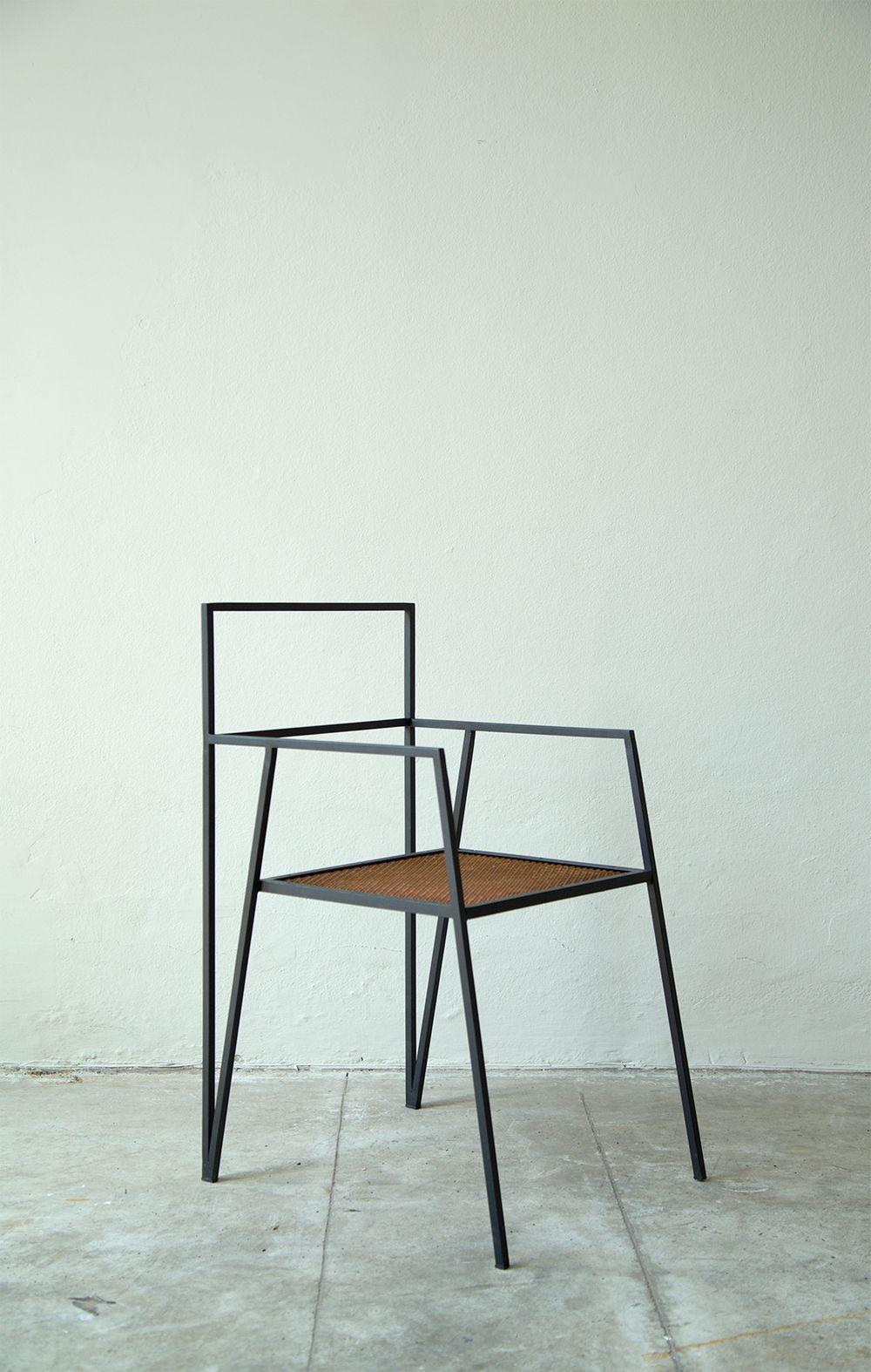 alpina besetzt den raum nicht als volumen sondern als. Black Bedroom Furniture Sets. Home Design Ideas