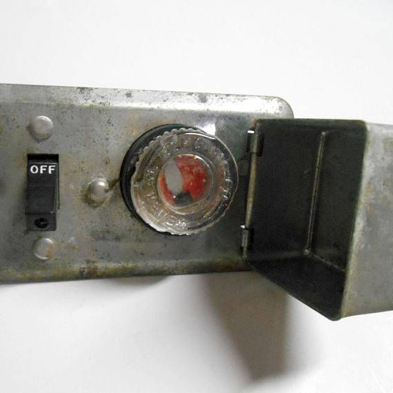 87d352b26f7f3f74ffe077304a6dc57d vintage general electric general electric fuse bus with metal box