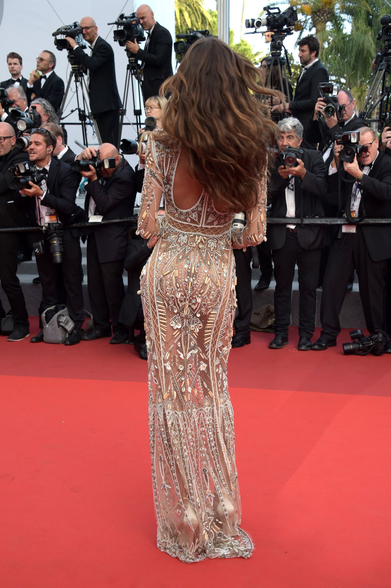 Roberto Cavalli Semi Transparentes Abendkleid Mit Floraler Sp Izabel Goulart Appears Naked At Cannes In See Through Gown In