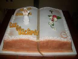 tortas de comunion con forma de biblia
