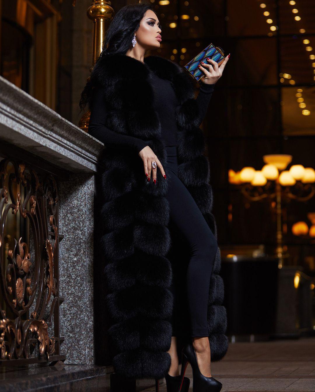 e851b9519a Pin szerzője: Roxana Russo, közzétéve itt: Roxana wonderful fur world | Fur  fashion, Fur és Coat