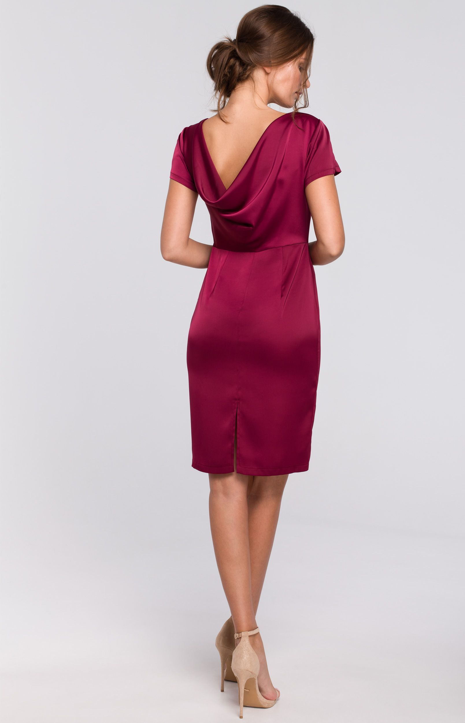 Robe Fourreau Satin Bordeaux En 2020 Robe Fourreau Chic Robe Fourreau Et Robe Fushia