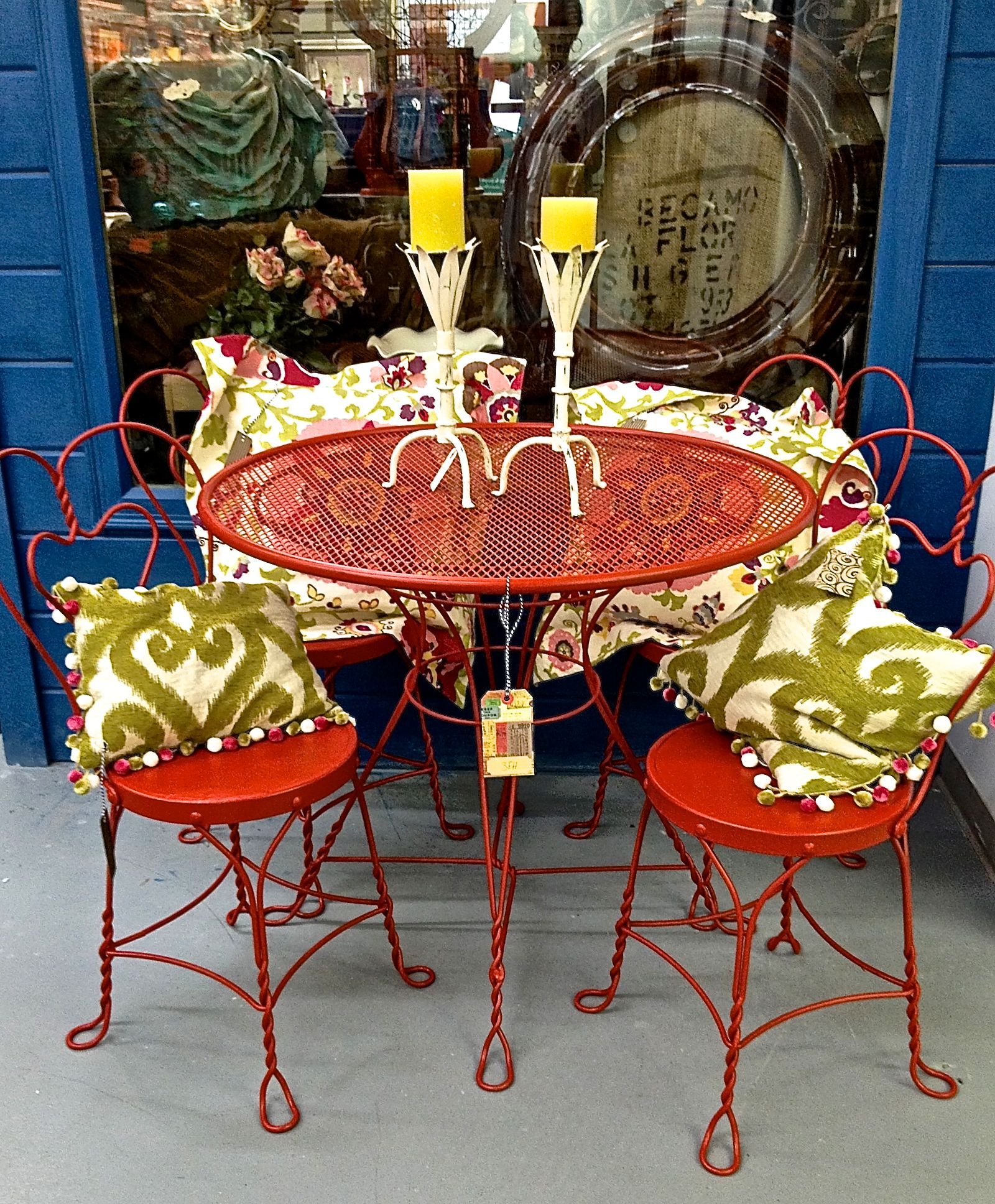 Vintage metal dinette set for porch deck or patio