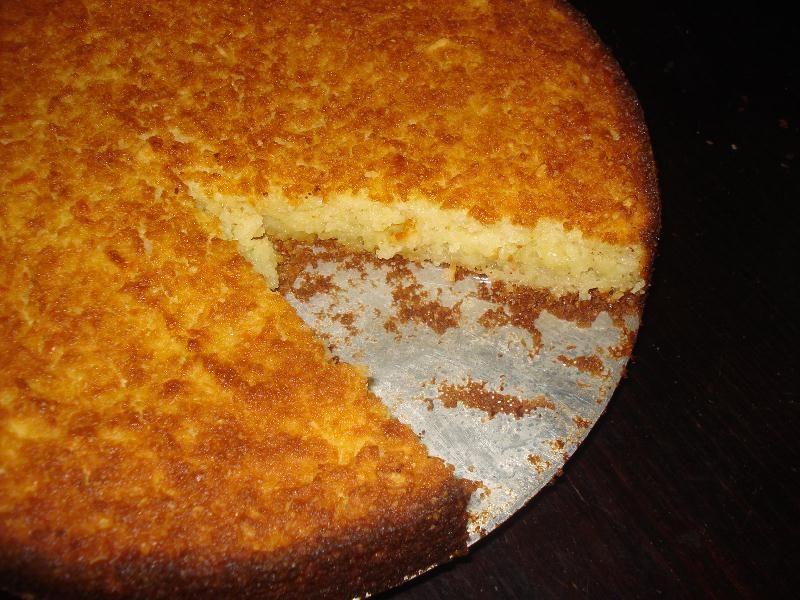 Veja como fazer uma maravilhosa receita de bolo de aipim, muito macio e bastante saboroso. Um ótimo lanche da tarde.