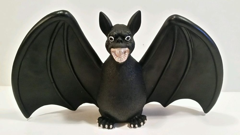 2006 SPOOKY HOLLOW BAT HALLOWEEN DECORATION 85\