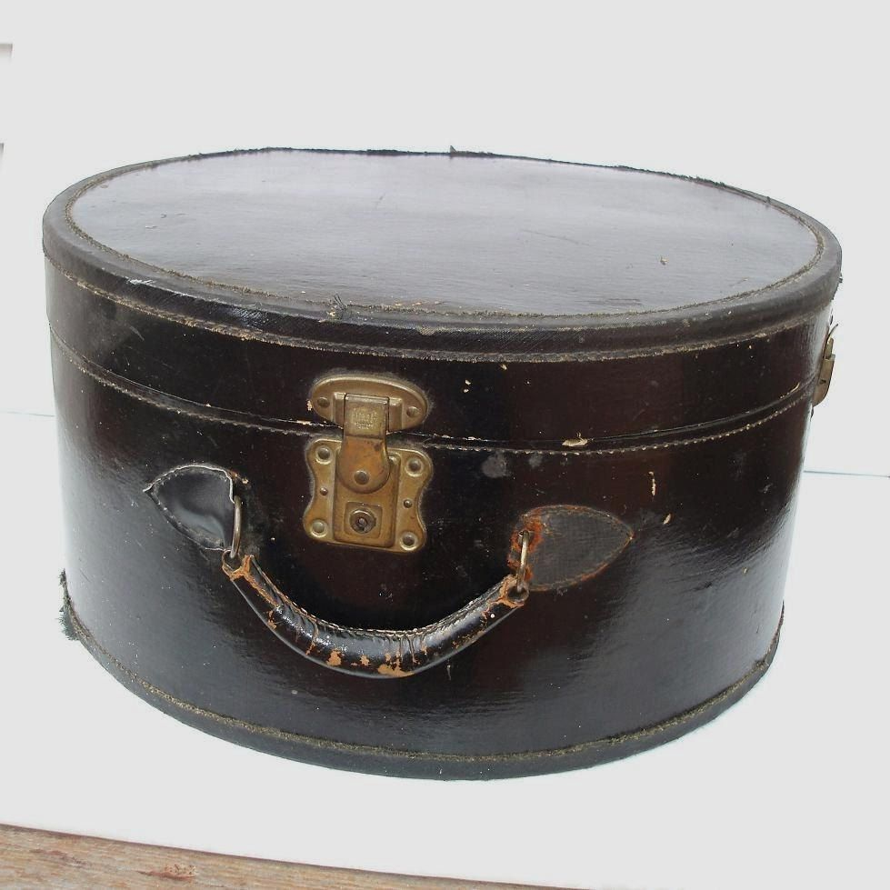 37c53371dc964 Travel hat box Old Luggage