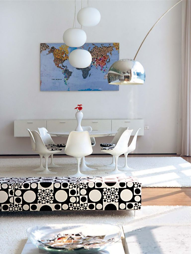 Tulip Chairs and Table -- Pop go the tulips in this Verner Panton textile. / Arquiteto: Marcio Kogan