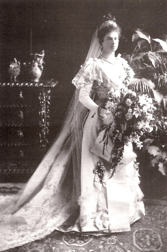 Tempus Fugit Mors Venit Princess Auguste Of Bavaria In The Day Of Her Royal Wedding Gowns Royal Wedding Dress Royal Brides