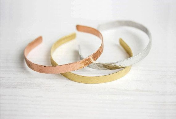 This cuff is 6mm wide and hammered by hand,every piece is unique. It comes in 3 colours - gold (brass),silver (aluminium) and rosé (copper). Also available in 10mm and with personalizations.