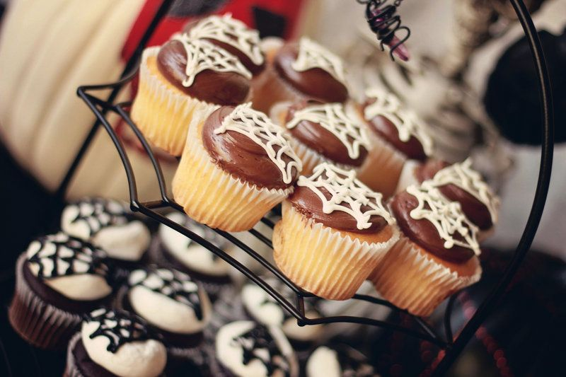 spider cupcakes Photo By Town & Country Photography