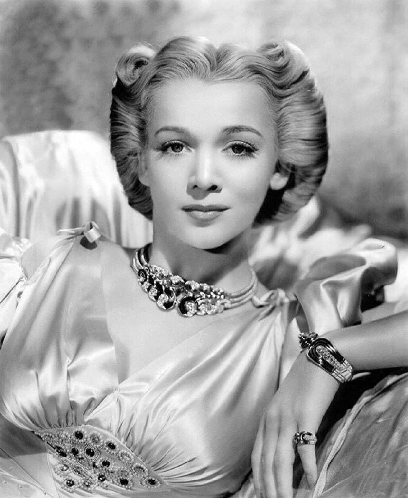 1930s Hairstyles for Women | 1940s, Vintage hair and Hollywood glamour