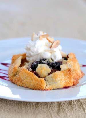Æble/blåbærgalette med vaniljeflødeskum | Mad & Bolig