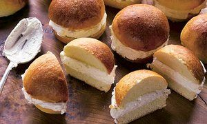 Basque butter buns