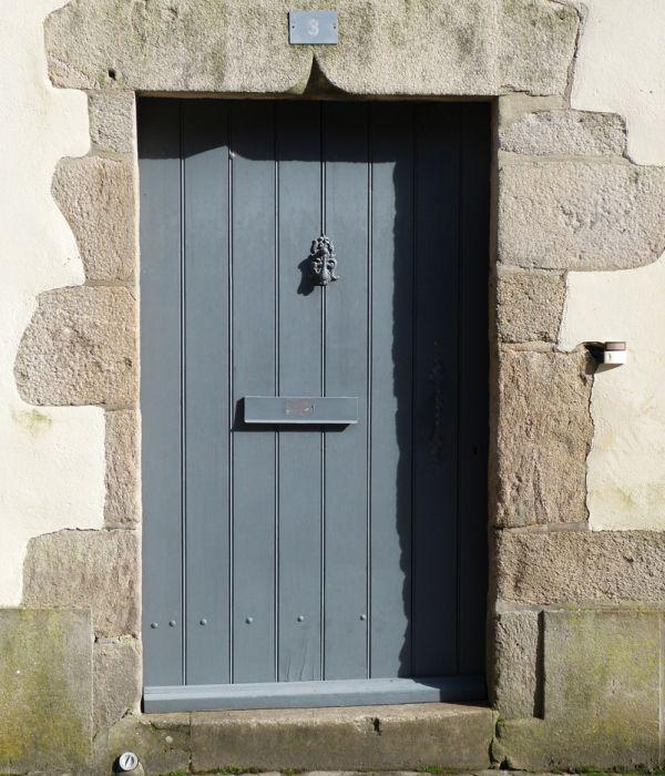 Porte à lames verticales du0027une maison de bourg ancienne LA TESTE