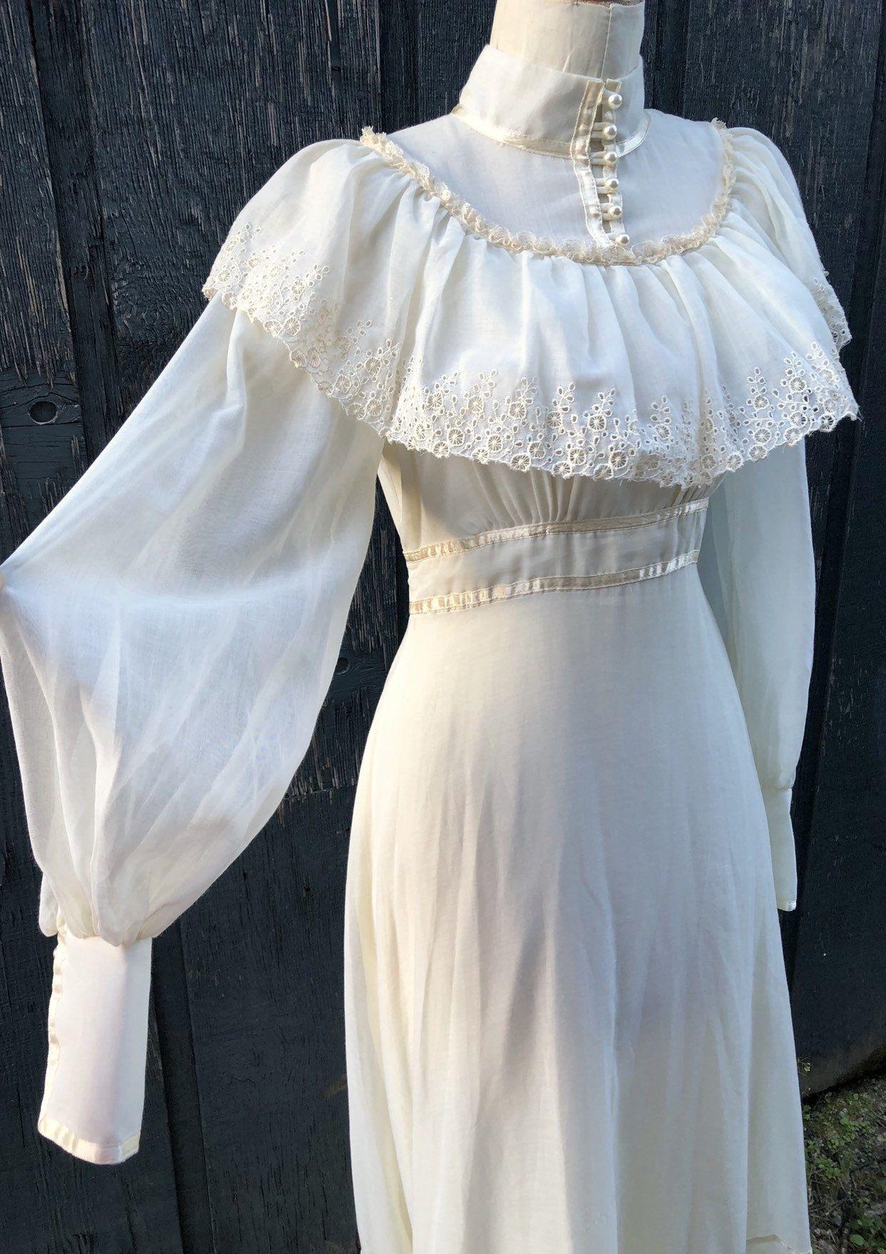 Vintage cream cotton dress . 1970s Gunne Sax . Victorian