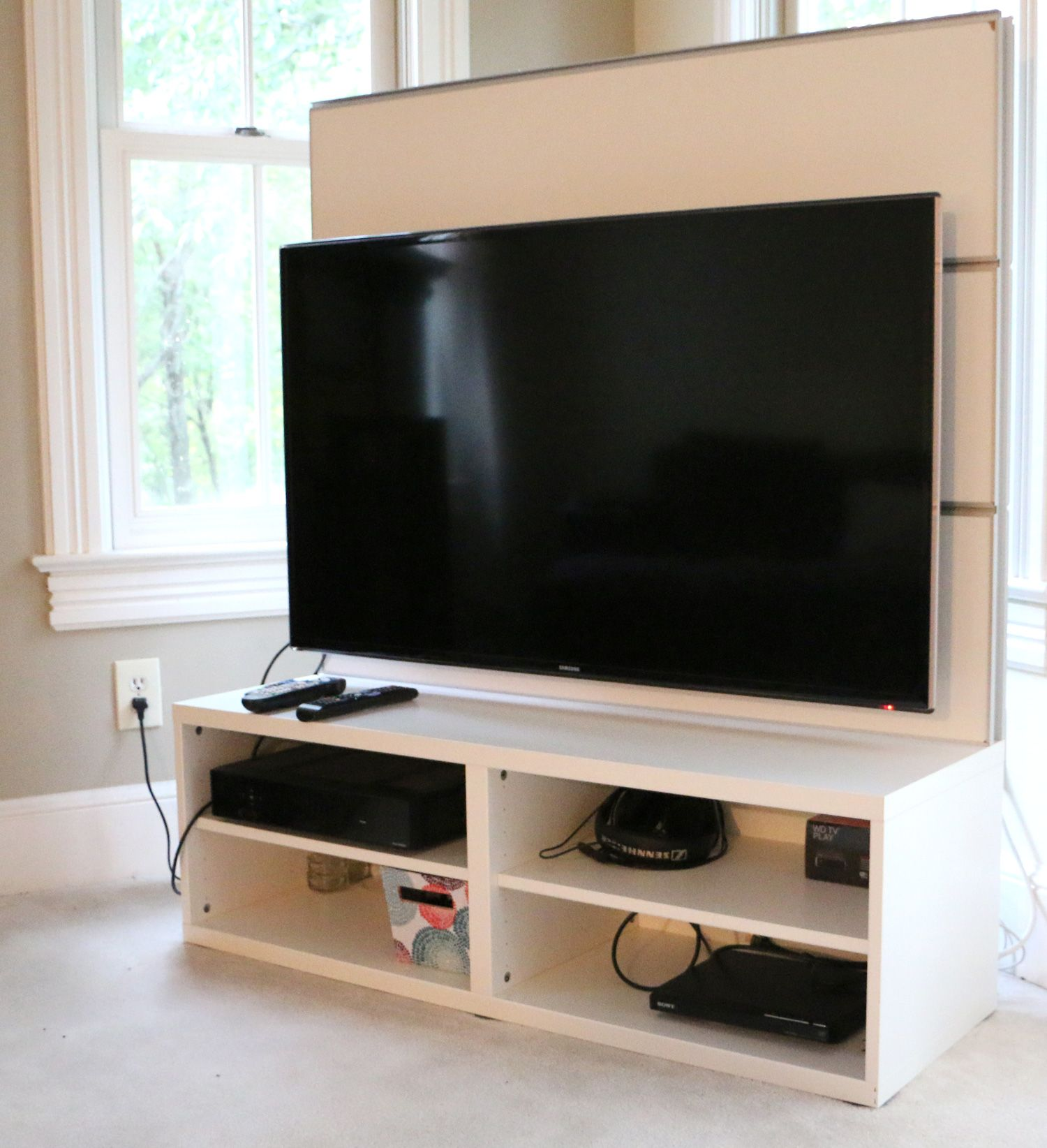 Moving sale besta framsta tv unit ikea for tv up for Ikea meuble mural besta