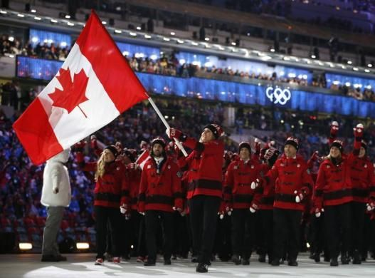 Canada S Flag Bearer Hayley Wickenheiser Leads Her Country S Contingent As They March In During The Opening Ceremony Of T Team Fashion Olympic Team Canada Flag