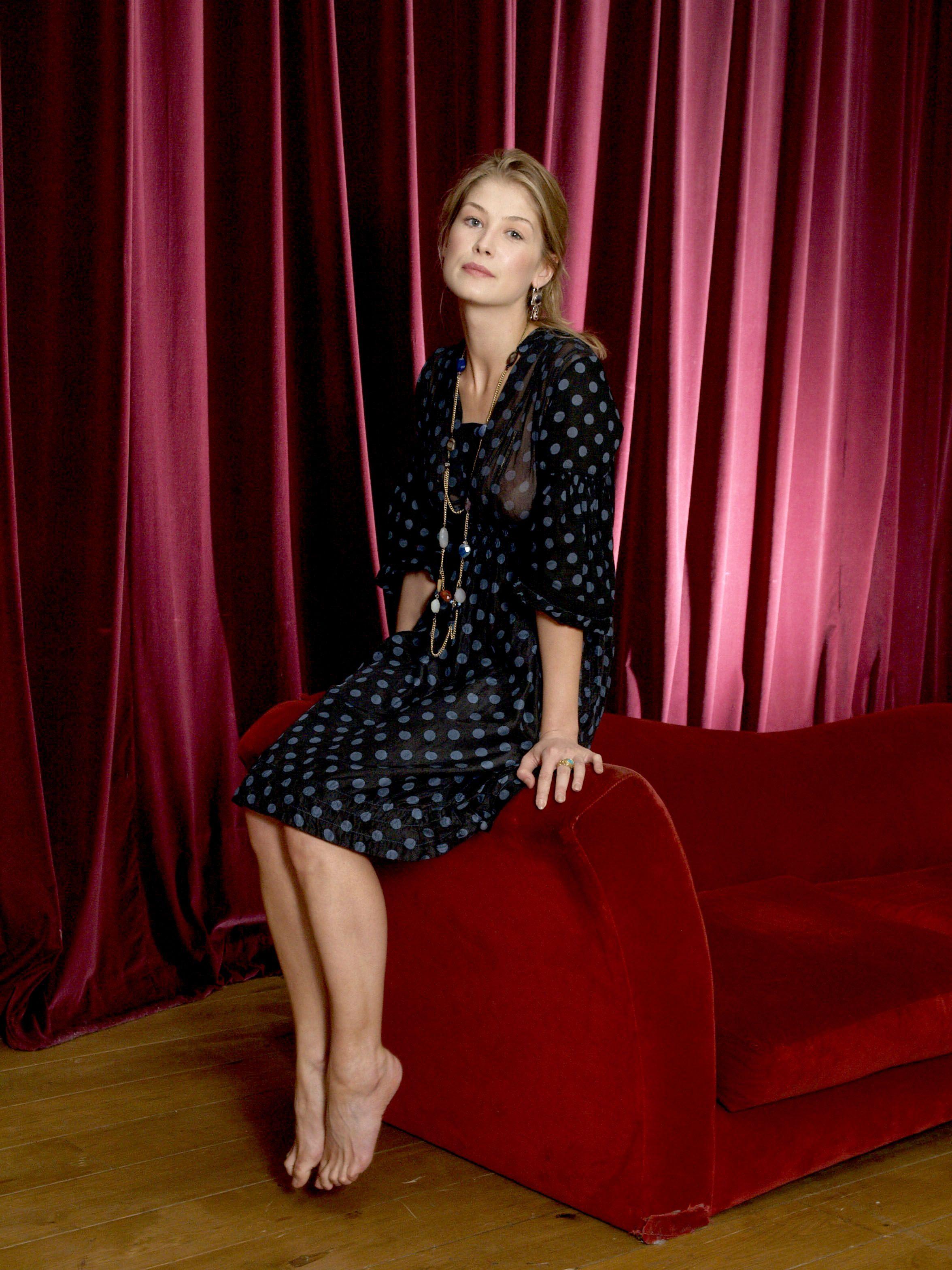 Amy Adams Wikifeet rosamund pike's feet << wikifeet | rosamund pike, rosamond