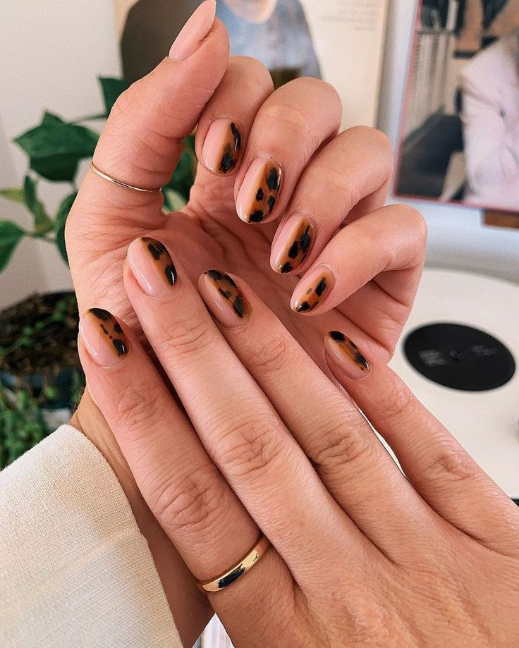 "Allure Magazine on Instagram: ""Tortoiseshell nails are here to stay for fall! Link in bio for…"