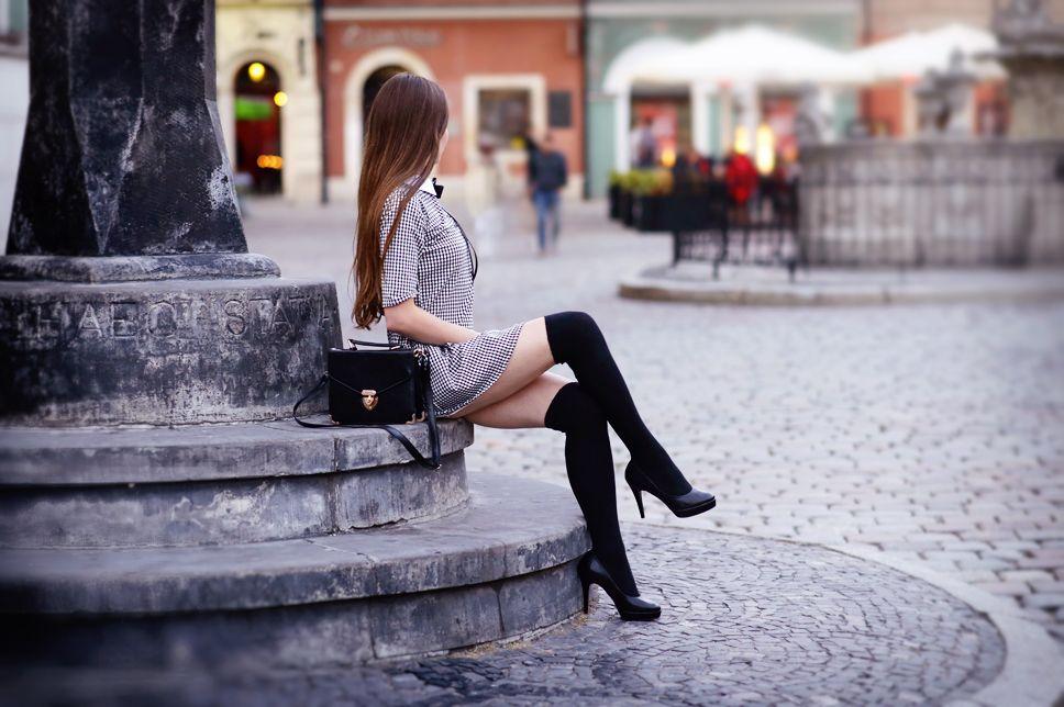 Czarno Biala Sukienka W Pepitke Czarne Zakolanowki I Szpilki Ari Maj Personal Blog By Ariadna Majewska