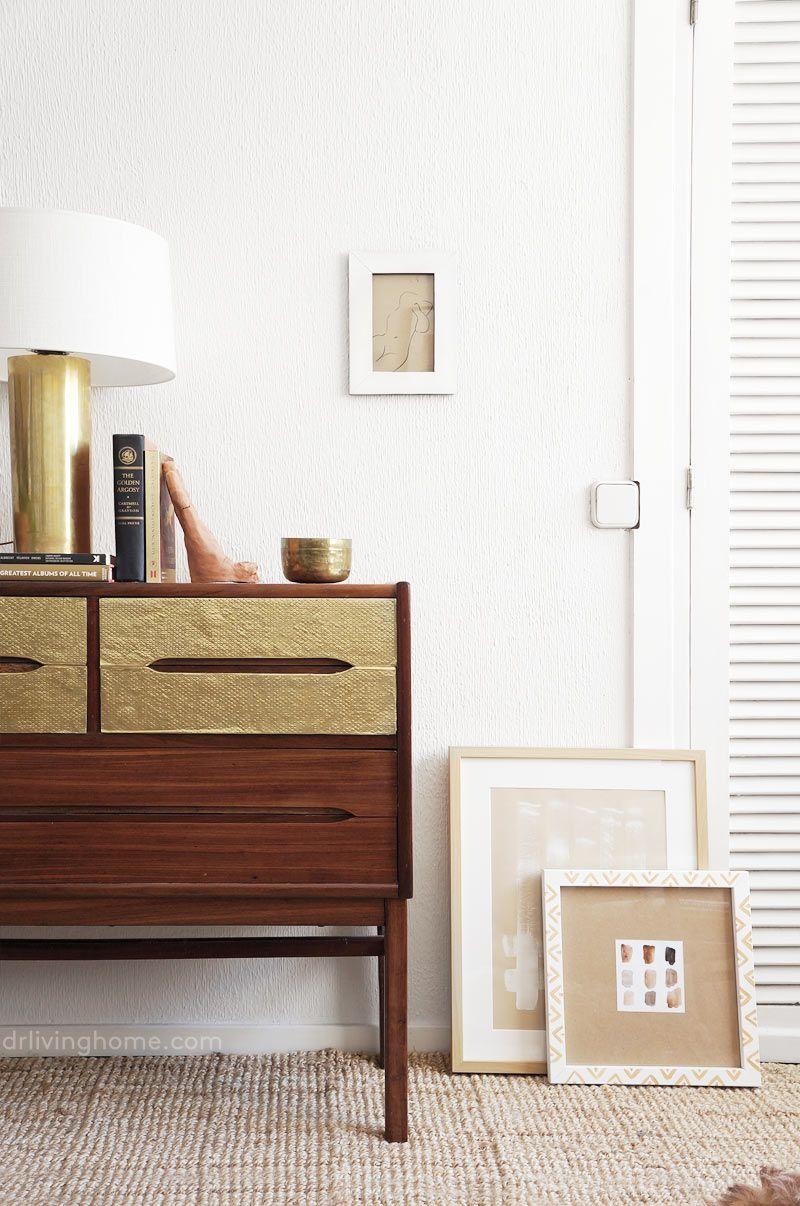 Cómo renovar un mueble viejo con láminas de latón   Decoracion ...