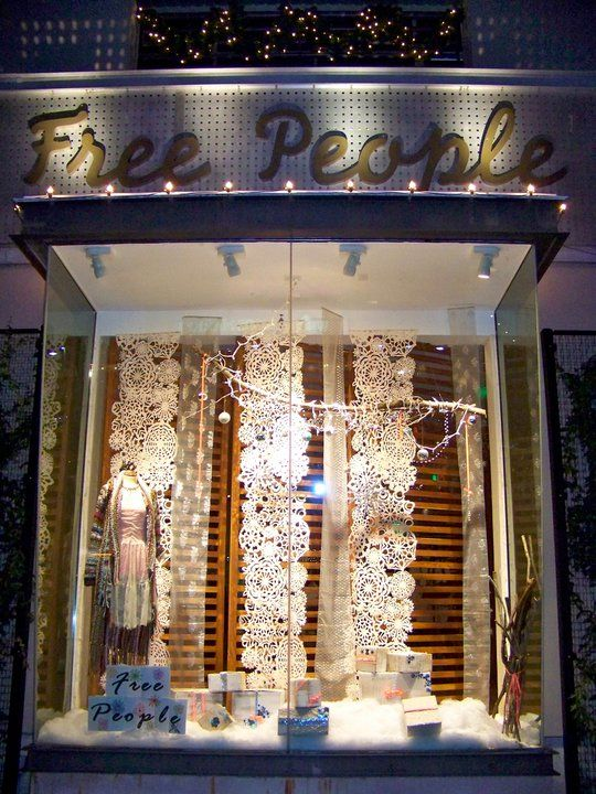 Paper cloth doily hangings free people winter 2011 for Dekoration und display