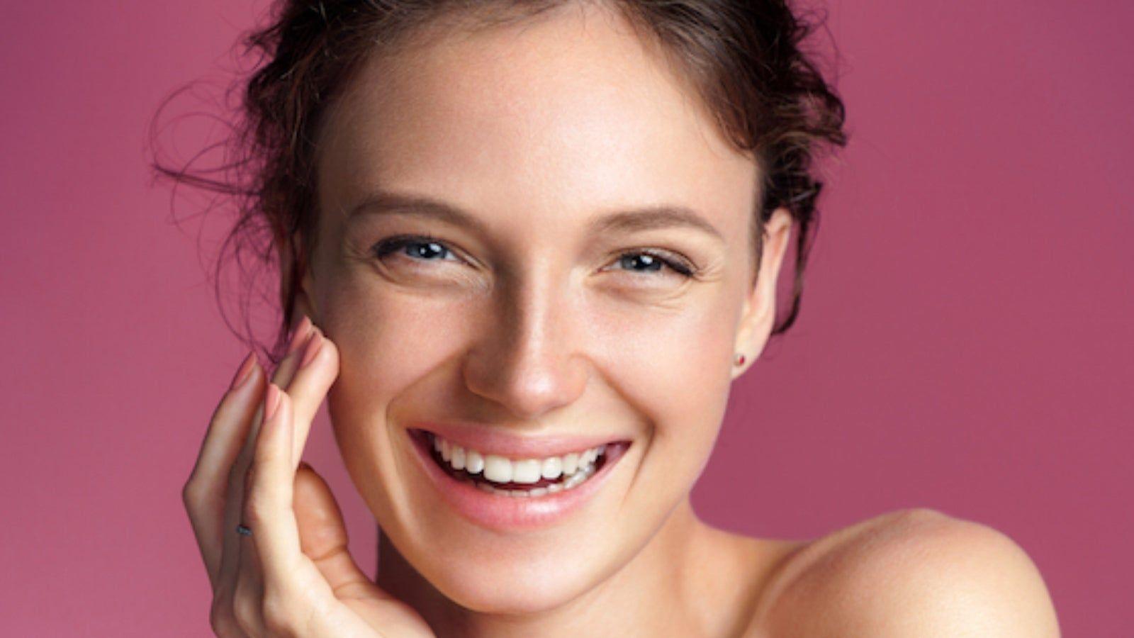 نصائح طبيعية لإخفاء تجاعيد محيط الفم