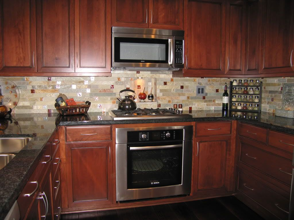 Beige kitchen backsplash tile combined with wooden cabinets and beige kitchen backsplash tile combined with wooden cabinets and black countertops for classic style kitchen dailygadgetfo Images