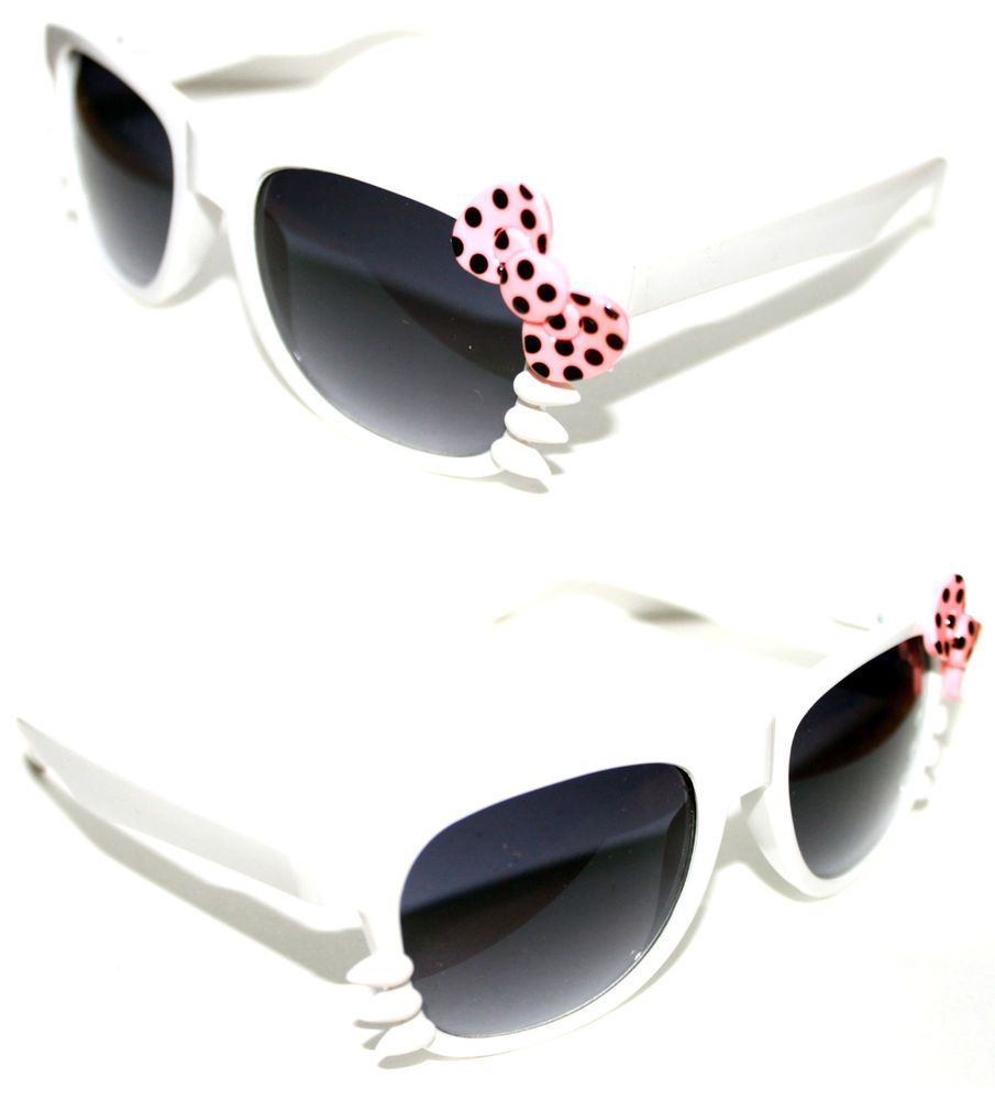 Women/'s Hello Kitty Sunglasses Horn Rimmed Soho Black with Yellow Bow whiskers